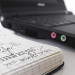 Jak wydłużyć żywotność baterii laptopa? Jak dbać o baterię?